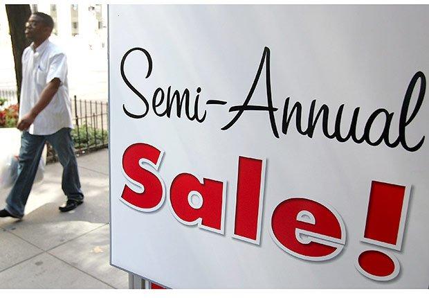 Letrero de venta semestral  - Las mejoras ofertas que no ocurren en días feriados.