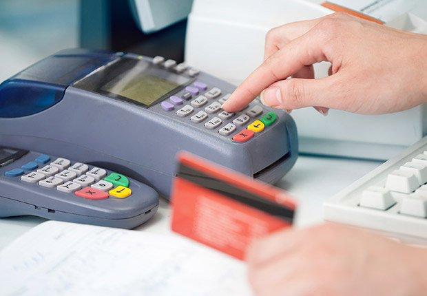 Aparato de procesamiento de tarjetas de crédito y débito