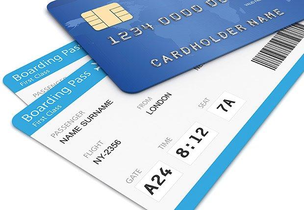 Tarjeta de crédito y pasajes de avión