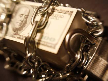 Dinero entre cadenas