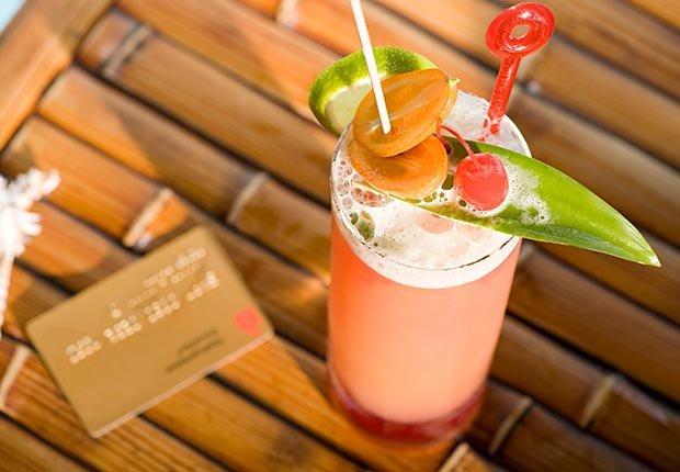 Coctail y una tarjeta de crédito - 10 errores que se deben evitar en sus vacaciones