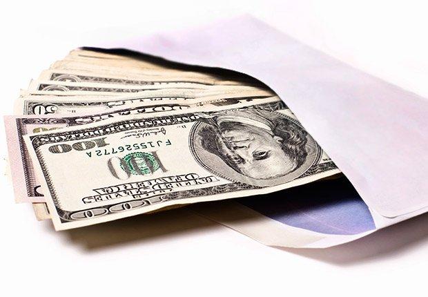 Sobre con dinero - Deducción de impuestos, gastos búsqueda de trabajo