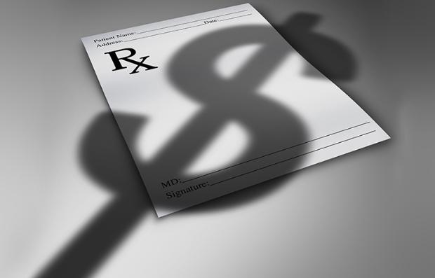 Prescripción médica y la sombra del signo de dolar sobre ella
