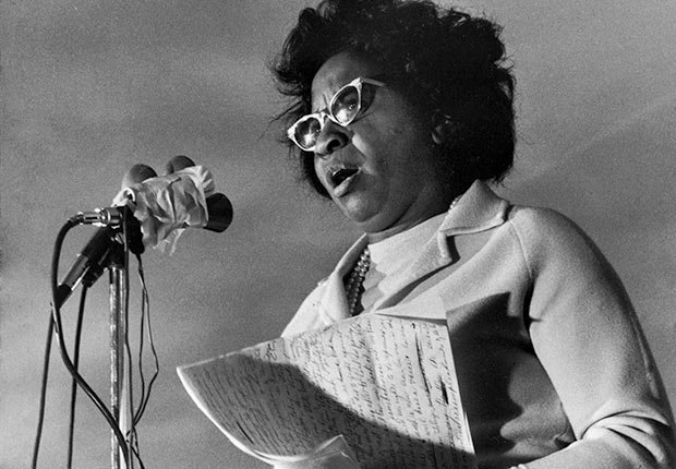 La veterana líder de los derechos civiles de Oklahoma, Clara Luper anuncia su candidatura para el Senado de los EE.UU. en un mitin en el lado este de la ciudad de Oklahoma.