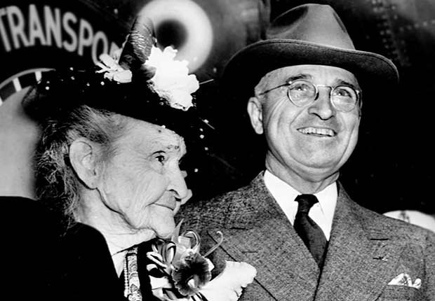 Presidente HarryTruman junto a su madre, Martha Truman - Mamas de los presidentes de Estados Unidos