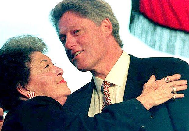 Bill Clinton y su mamá Virginia Kelley - Mamas de los presidentes de Estados Unidos