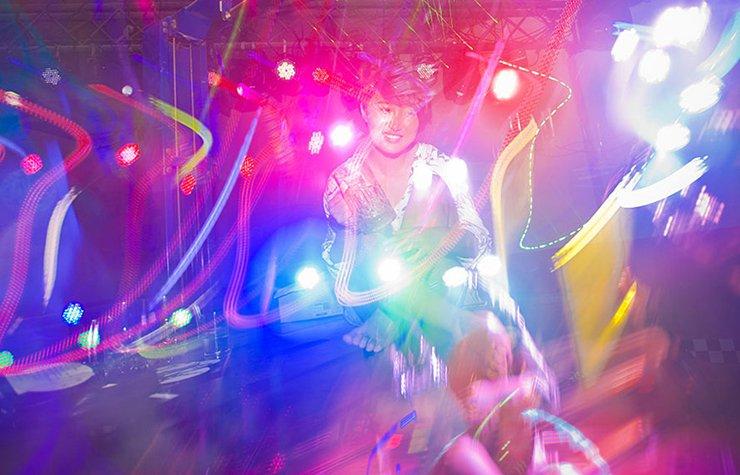 Iconos de la música disco, foto de una discoteca disco.