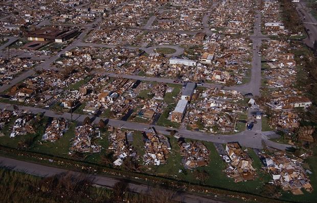 Vecindario devastado por el huracán Andrew
