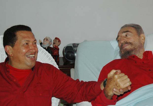 El presidente venezolano, Hugo Chávez visita a Fidel Castro en La Habana, 2006.