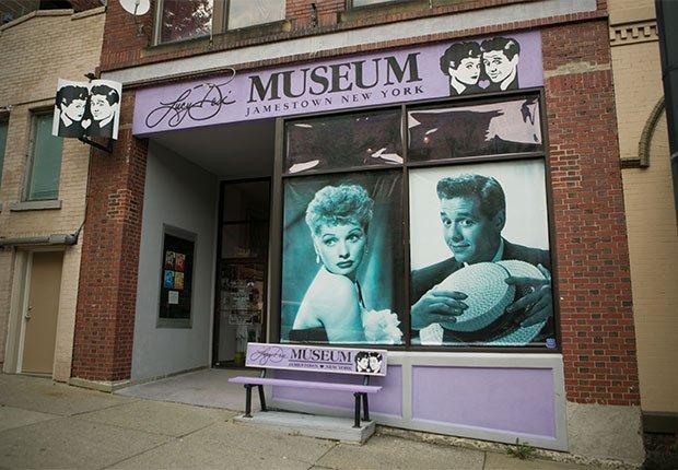 Atracciones turísticas que resaltan la cultura hispana - Lucy and Desi Museum and Center for Comedy, Jamestown, NY