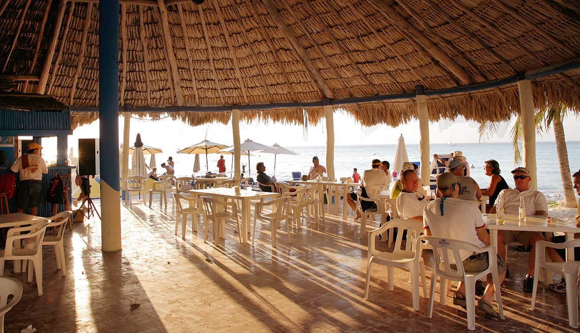 a bar & restaurant on the beach in Isla Mujeres