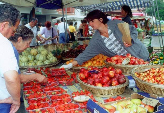 Mercado de frutas frescas en Les Halles - Imágenes del país Vasco