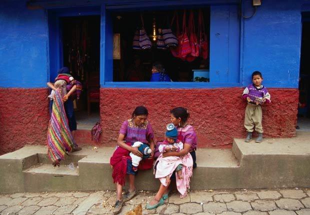 Pequeña tienda de artesanías en Panajachel, Guatemala - Lugares para visitar en Guatemala