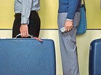 Antes de comprar un pasaje de avión piense en sus necesidades reales y las posibilidades para ahorrarse dinero.