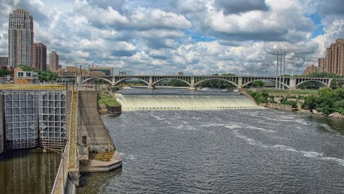 See St. Anthony Falls On foot